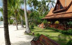 Authentic Sunset-Facing Thai Style Beach Villa, Taling Ngam
